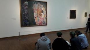 Vienne, travail devant un Klimt